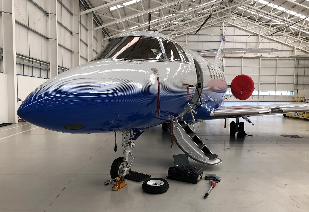 Hawker900XP nose wheel replacement